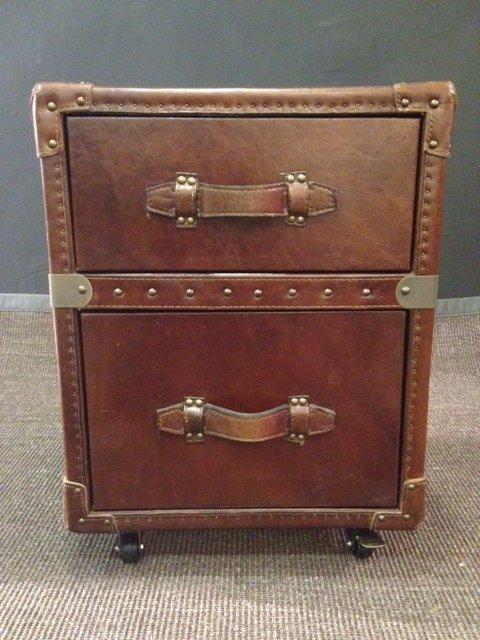 chevet bout de canape vintage en cuir. Black Bedroom Furniture Sets. Home Design Ideas