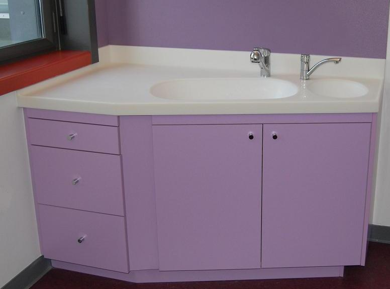 Meuble a langer maternite en corian garantie 10 ans for Table a langer salle de bain