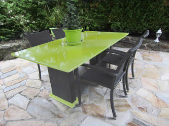 table de jardin en pierre de lave emaillee. Black Bedroom Furniture Sets. Home Design Ideas