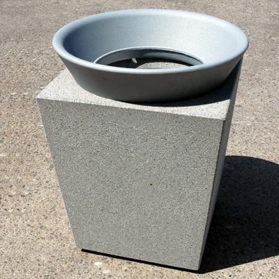 poubelle publique beton cendrier socrates. Black Bedroom Furniture Sets. Home Design Ideas