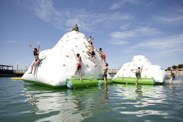 Montagne flottante aquatique ice tower