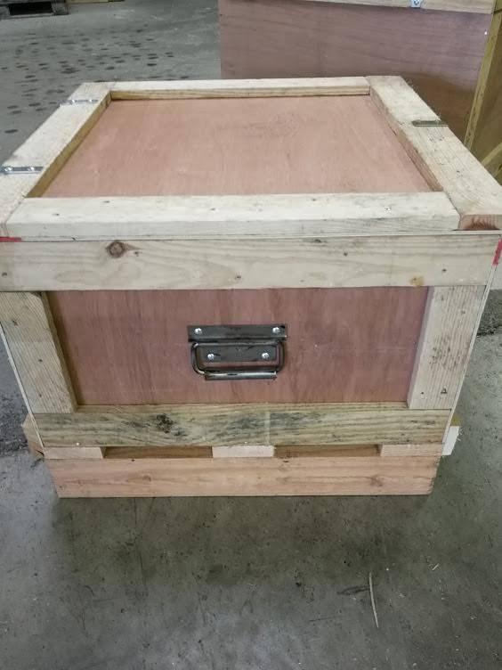 Fabrication de caisses pleines en bois sur mesure for Canisse sur mesure