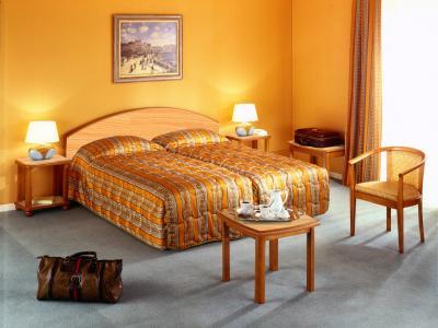 photos lit page 1. Black Bedroom Furniture Sets. Home Design Ideas