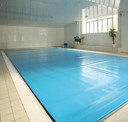 b che de piscine tous les fournisseurs b che bulles. Black Bedroom Furniture Sets. Home Design Ideas