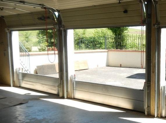porte de garage anti inondation la porte de garage est une porte de garage basculante tanche. Black Bedroom Furniture Sets. Home Design Ideas
