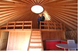 habitation en bois yourte contemporaine. Black Bedroom Furniture Sets. Home Design Ideas