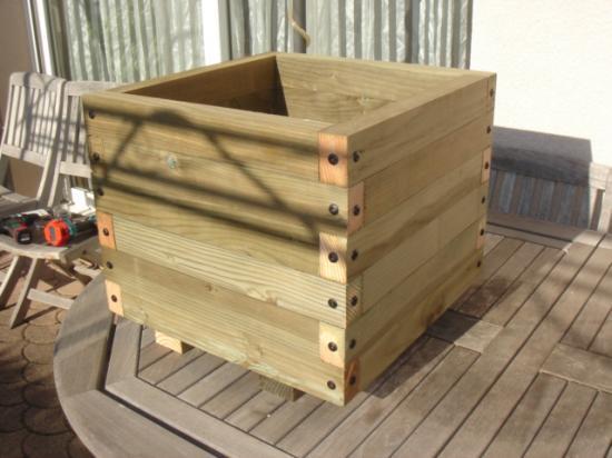 Bac en bois carre 61 litres for Bac carre potager bois