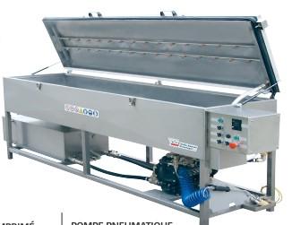 Machine de lavage par projection de solvant