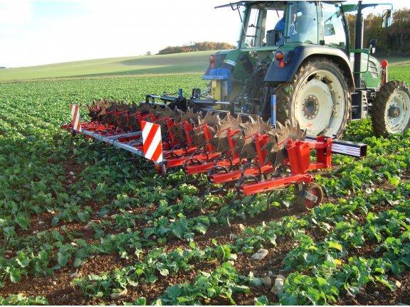 Bineuse - avec fertilisateur 2x220l - 6 rangs - quivogne