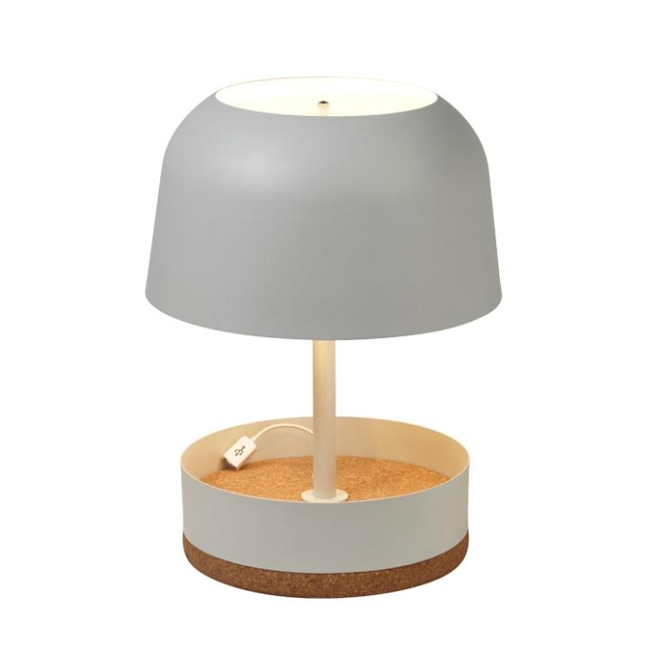 hodge podge usb lampe poser avec port usb li ge beige. Black Bedroom Furniture Sets. Home Design Ideas