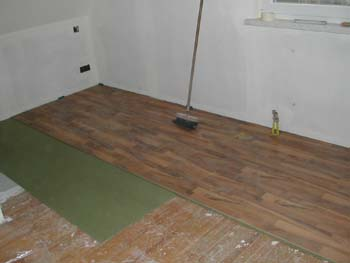 Pose de plancher flottant for Video pose de parquet flottant a clipser