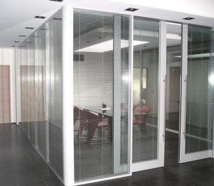 cloisons acoustiques de bureau transparentes 6. Black Bedroom Furniture Sets. Home Design Ideas