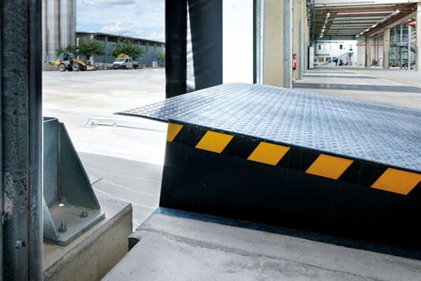 Niveleur hydraulique de quai ? rampe de chargement