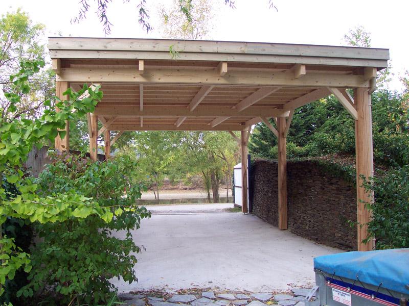 Abri camping car ouvert / structure en bois / toiture plate