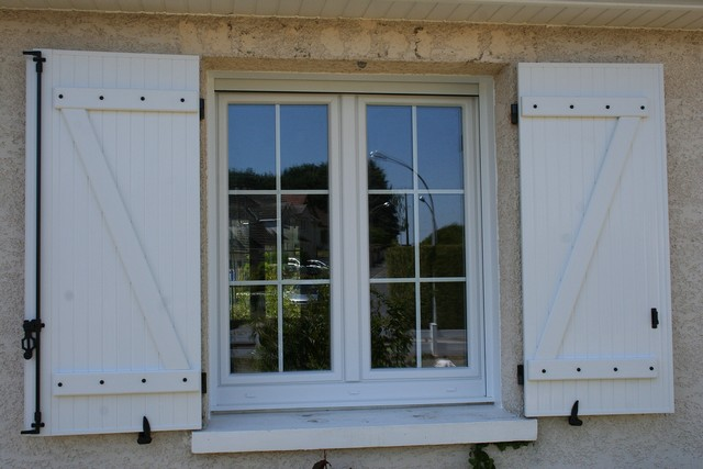 Fenetres menuiseries bois pictures for Fenetre pvc aspect bois