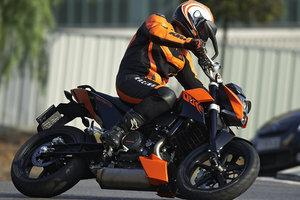 Location de motos - ktm 690 duke