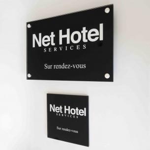 plaques professionnelles plexiglas fond noir comparer les prix de plaques professionnelles. Black Bedroom Furniture Sets. Home Design Ideas