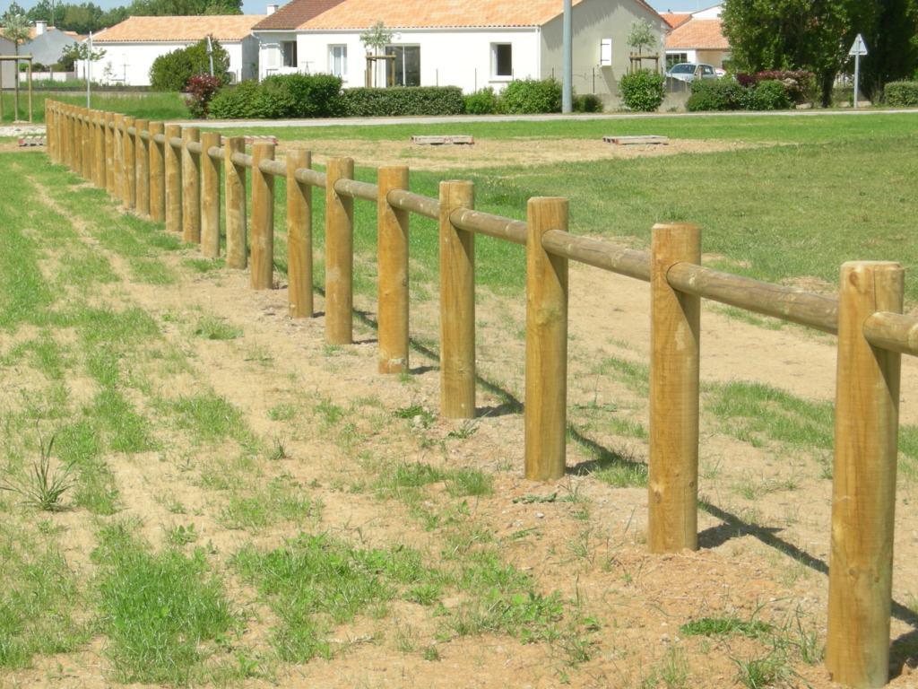 Cl tures en bois tous les fournisseurs palissade bois barri re bois barreaudage bois - Prix d une cloture de jardin ...