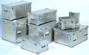 Malles et coffres de rangement en aluminium
