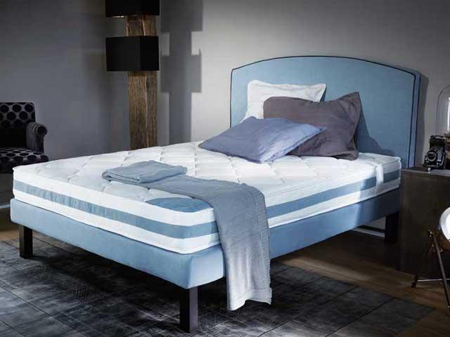 ensemble literie personnalisable matelas ressorts ensaches royal. Black Bedroom Furniture Sets. Home Design Ideas