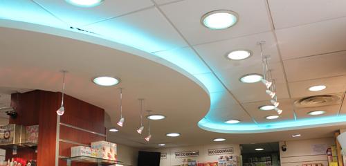 Plafonds et faux plafonds metalliques tous les for Faux plafond suspendu decoratif