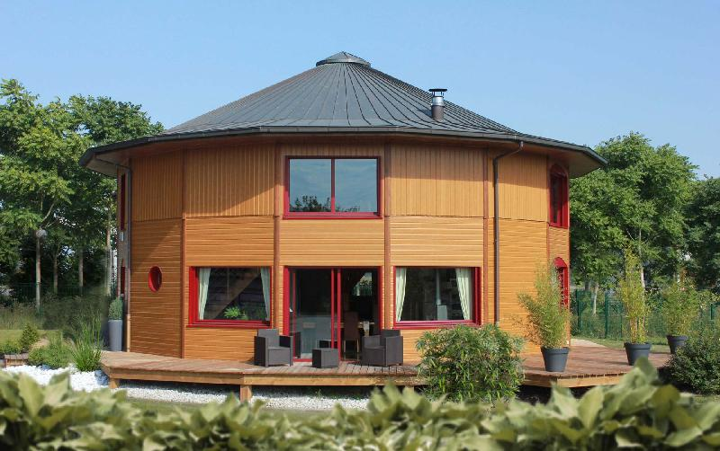 maison en bois ronde latest il with maison en bois ronde. Black Bedroom Furniture Sets. Home Design Ideas