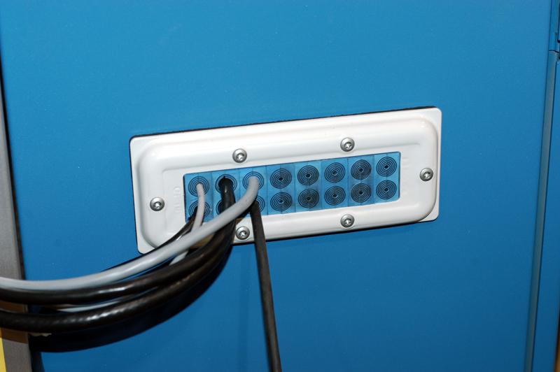 passages de cables etanches pour armoires et coffrets solutions roxtec cf. Black Bedroom Furniture Sets. Home Design Ideas