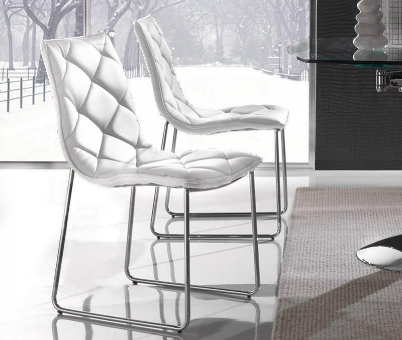 lot de 2 chaises giada en simili cuir blanc pietement chrome. Black Bedroom Furniture Sets. Home Design Ideas