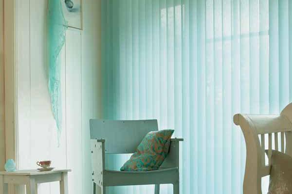 stores a bandes verticales. Black Bedroom Furniture Sets. Home Design Ideas