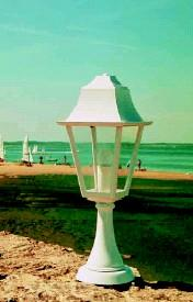 Photos lanternes d 39 eclairage public page 1 for Lanterne exterieur sur pied