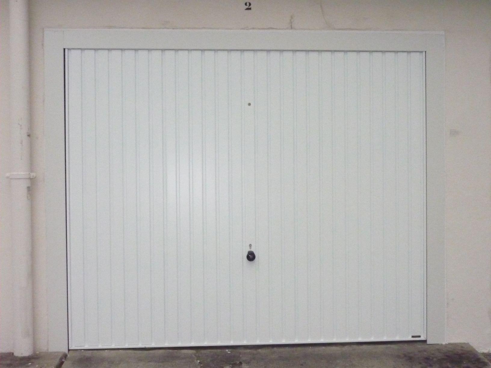 Portes de garage les fournisseurs grossistes et for Fabricant porte de garage basculante