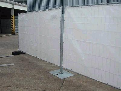 barriere de chantier bache a fixer sur barrieres grillagees. Black Bedroom Furniture Sets. Home Design Ideas