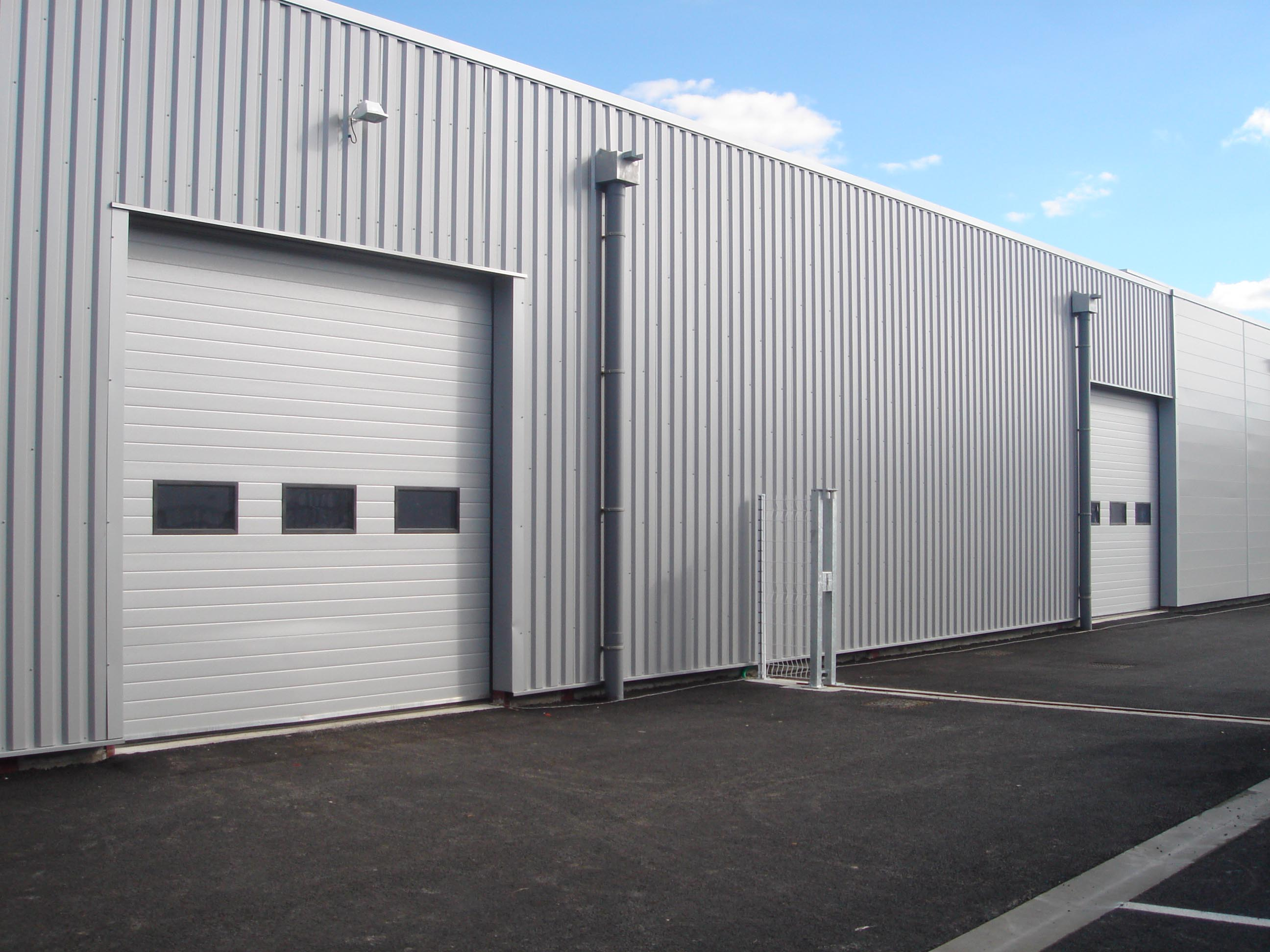 Porte sectionnelle pour hangar for Porte de garage 5m hormann