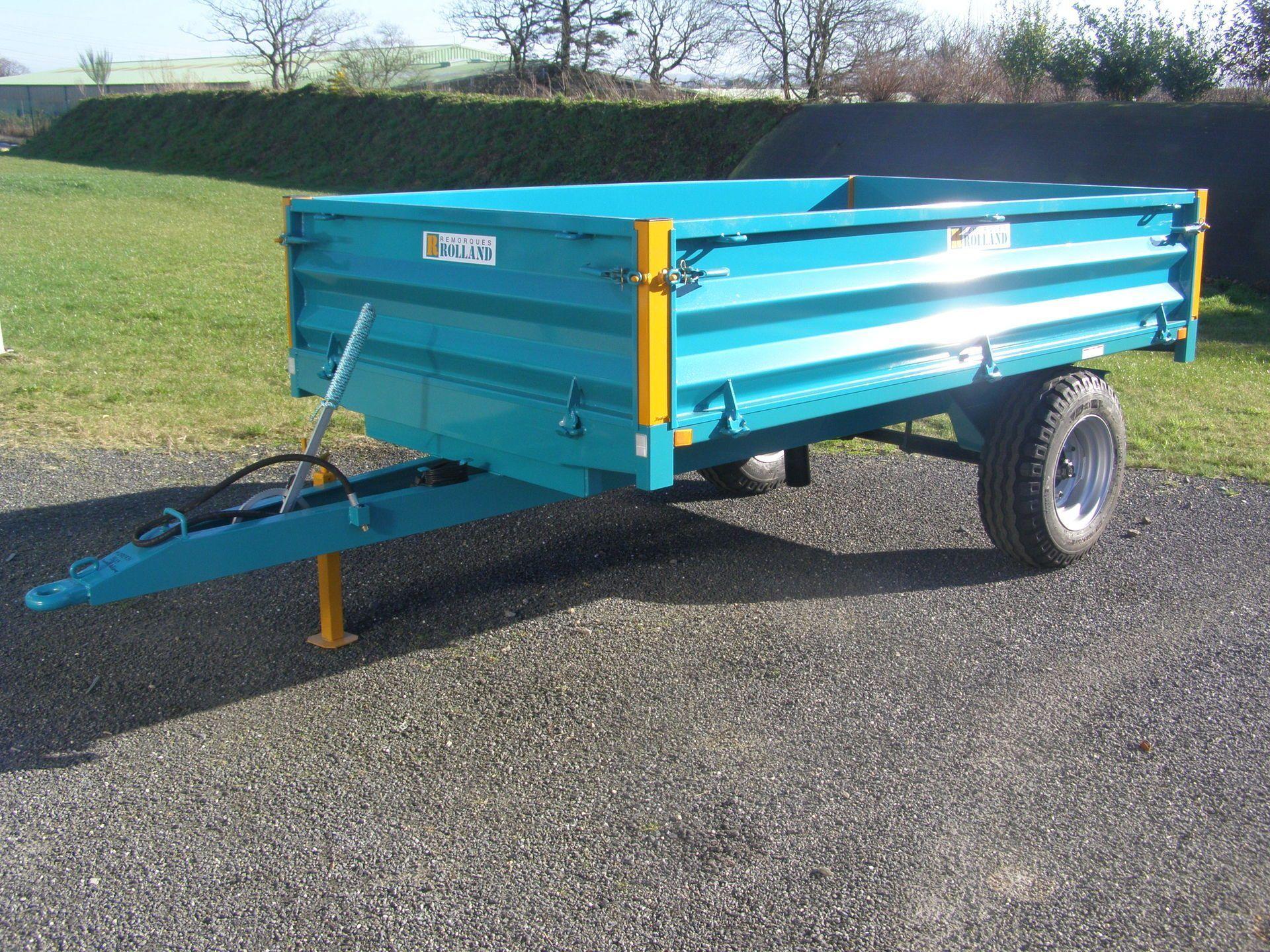 Bh 3 - bennes à ridelles - rolland - charge utile approximative : 3000 kg - poids à vide approximatif : 820 kg