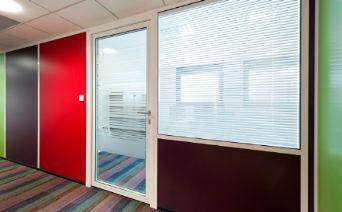 cloisons amovibles semi vitree sur allege vsa et panneau de couleur. Black Bedroom Furniture Sets. Home Design Ideas