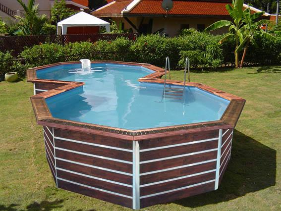 Piscine evolux en forme 8 for Piscine teck semi enterree
