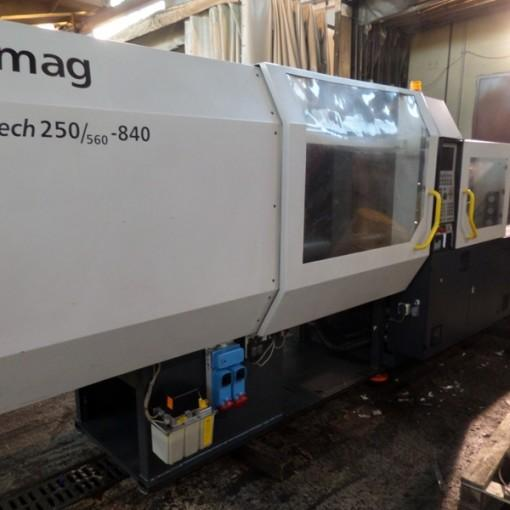 Presse a injecter 250t demag