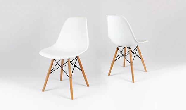 Chaise Design Blanche Pieds En Bois Style Eiffel