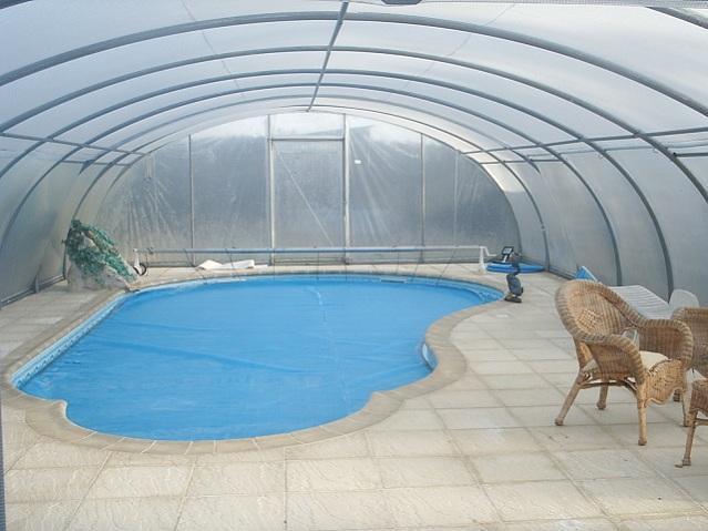 Abris de piscines tous les fournisseurs abri de for Couverture de piscine