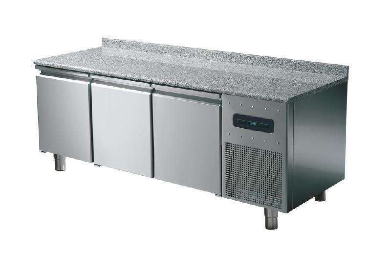 Table réfrigérée pâtisserie avec 3 portes 600x400 mm, plan de travail en granite et dosseret - bnz0005/f