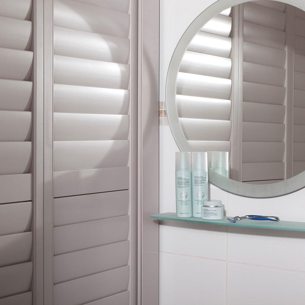 volets battants. Black Bedroom Furniture Sets. Home Design Ideas