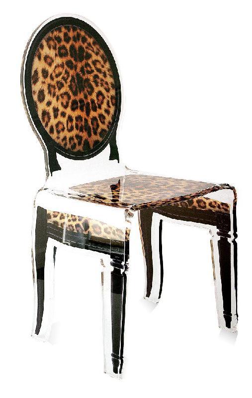 sixteen chaise acrila en plexi leopard pieds noirs. Black Bedroom Furniture Sets. Home Design Ideas
