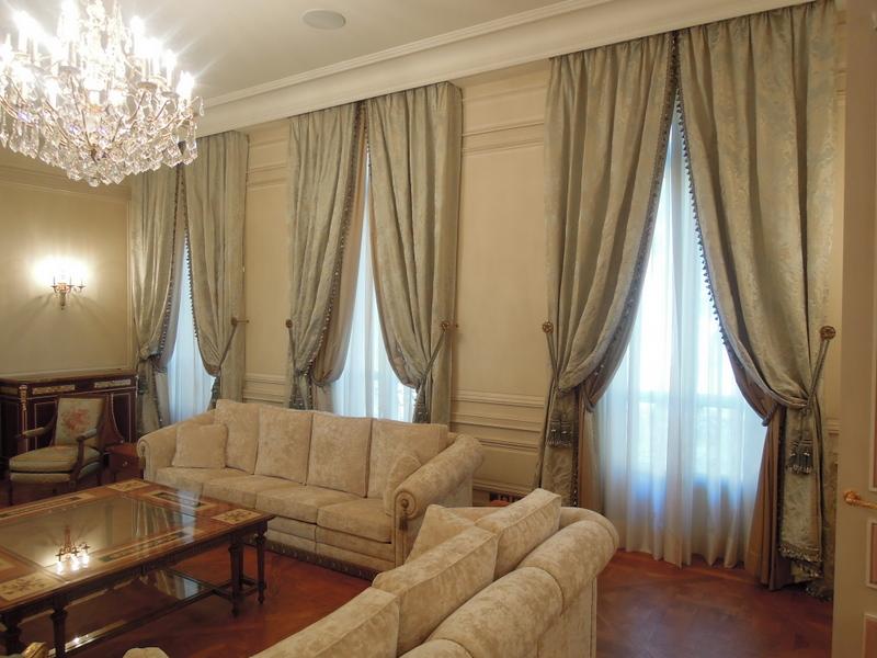 rideaux et sous rideaux avec passementrie et embrasses. Black Bedroom Furniture Sets. Home Design Ideas