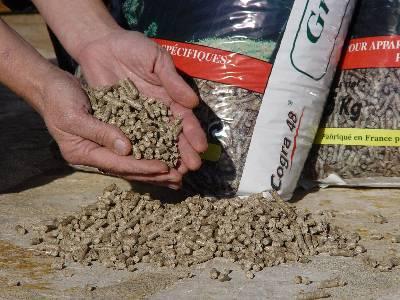 Granules de bois en sacs pellets - Sac a granule ...
