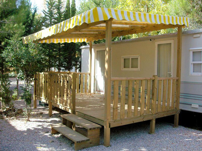 Terrasse bois prete poser diverses id es de conception de patio en bois pour for Construire une terrasse couverte