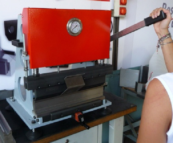 Presse plieuse manuelle for Fabrication presse hydraulique maison