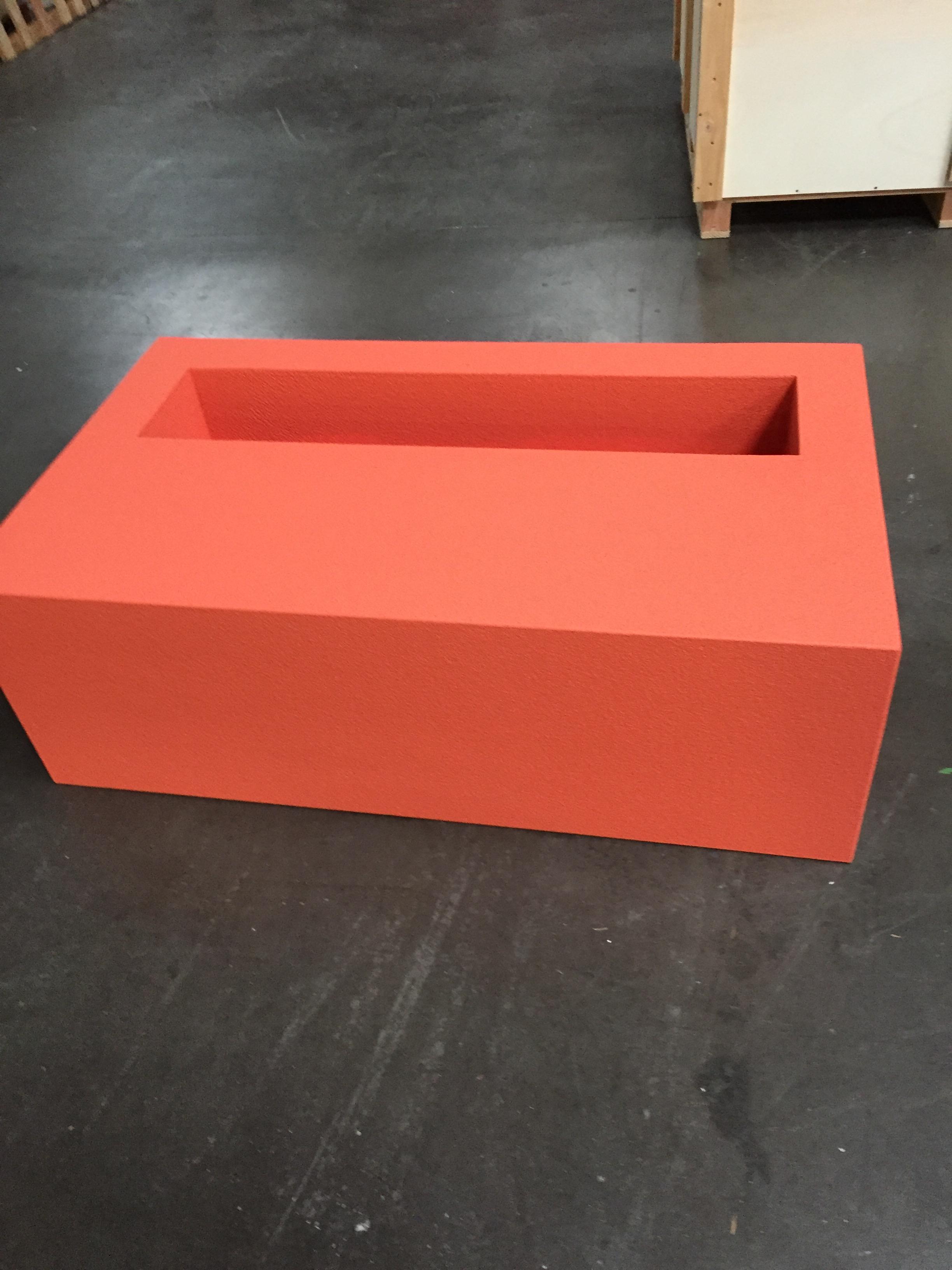 jardiniere avec assise en resine sur mesure ultra. Black Bedroom Furniture Sets. Home Design Ideas