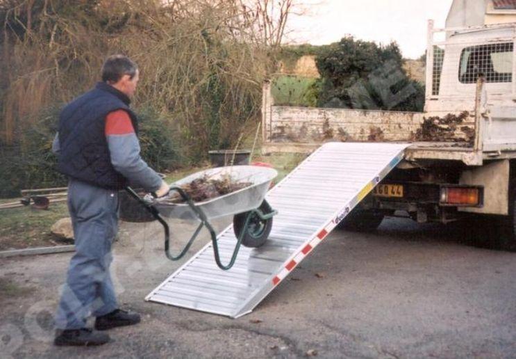 Rampes de quais tous les fournisseurs rampe de for Escalier escamotable grande largeur