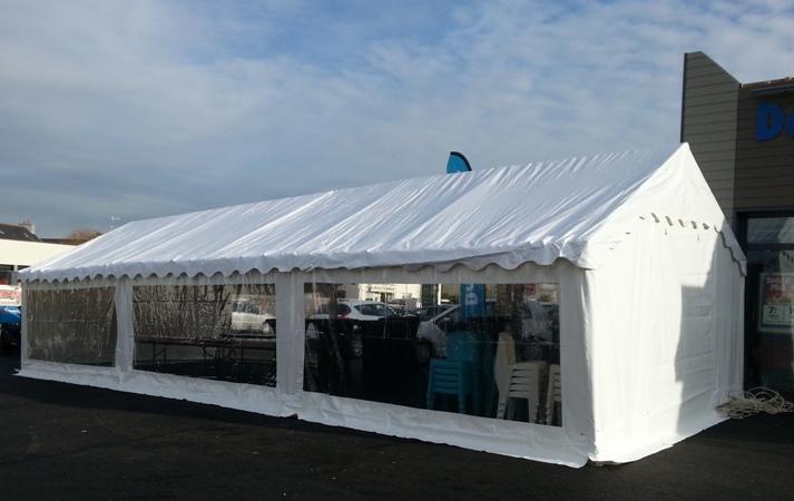 Barnum, tente blanche avec fenêtres 5 m x 12 m = 60 m²