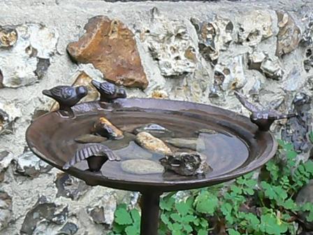Bains d 39 oiseaux tous les fournisseurs bain oiseau for Baignoire oiseaux jardin